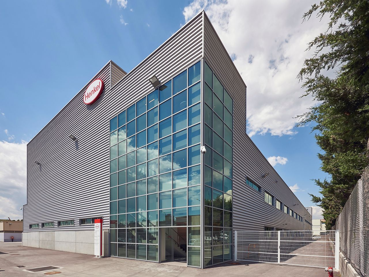 Henkel has opened its new production facility for high-performing aerospace applications at its site in Montornès del Vallès, Spain
